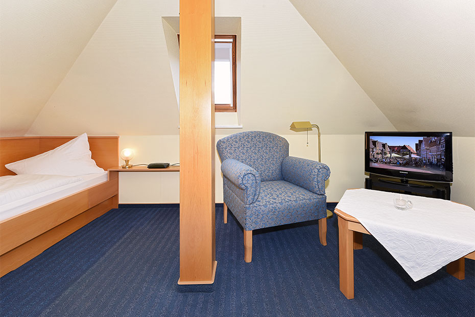 Fotos doppelzimmer m hlenzimmer im hotel restaurant for Zimmer neuharlingersiel